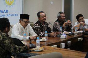 Ketua PP Muhammadiyah Ahmad Dahlan Rais (kedua dari kiri), Sekretaris Umum Abdul Mu'ti (tengah), Rektor UMS Sofyan Anif (kedua dari kanan) dalam rapat koordinasi  persiapan Muktamar ke-48 Muhammadiyah dan Aisyiyah di Gedung Siti Walidah UMS, Jumat (21/02/2020). (Istimewa)