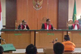 Majelis hakim PN Kota Madiun menjatuhkan vonis hukuman mati bagi Heri Cahyono, Senin (24/2/2020). (detik.com)