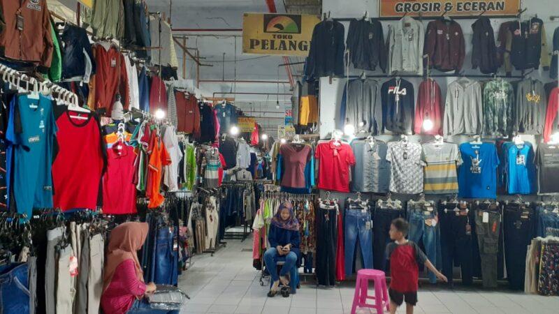 Pasar Besar Kota Madiun Heboh, Wanita Muda Curi Belasan Pakaian