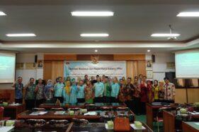 Peserta berfoto bersama seusai mengikuti Seminar Nasional dan Rapat Kerja bidang PPKn di Gedung A FKIP UNS Solo, Jumat (28/2/2020). (Istimewa/ppkn.org)