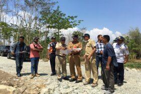 Bupati Wonogiri, Joko Sutopo, mengecek proyek JLK.