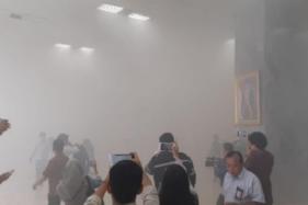 Asap Pekat Selimuti Gedung DPR di Senayan, Kebakaran?