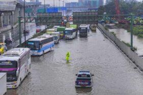 Banjir Juga Rendam Bekasi, Sejumlah Warga Terpaksa Mengungsi