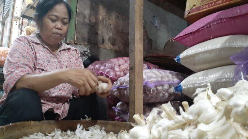 Keran Impor Ditutup, Harga Bawang Putih di Kota Madiun Meroket