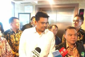 Bakal calon Wali Kota Medan, Bobby Nasution, memberikan keterangan pers seusai kunjungan ke Fraksi Partai Gerindra, Kompleks Parlemen, Jakarta, Jumat (21/2/2020). (Antara-Imam B)