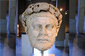 Patung kepala Diokletianus di Museum Arkeologi Istanbul. Diokletianus adalah kaisar Romawi yang menindas umat Kristen. (Wikipedia.org)