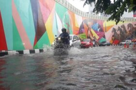 Hujan Deras Bikin Kawasan Flyover Manahan Solo Tergenang, Lubang Aspal Bertambah