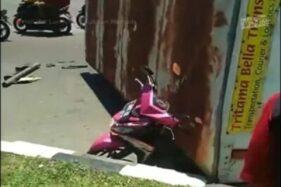 Tangkapan layar video kecelakaan di Simpang Hanoman, Jl. Siliwangi, Kota Semarang, Jumat (14/2/2020). (Instagram-Infokejadiansemarang)