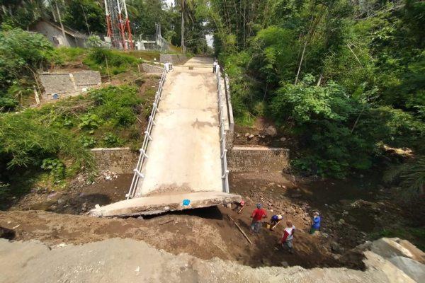 Jembatan Pusung Boyolali Mulai Diperbaiki, 2 Crane Disiapkan Untuk Angkat Pelat