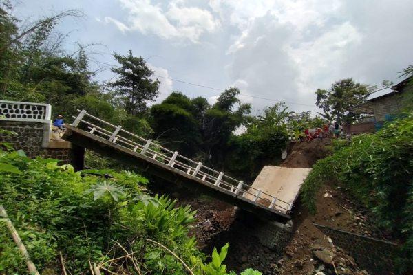 Jembatan Pusung, Sidodadi, Boyolali, yang roboh, Senin (24/2/2020). (Solopos/Bayu Jatmiko Adi)