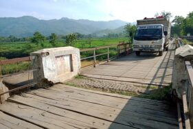Kokoh! Jembatan Kayu Balong Peninggalan Belanda di Wonogiri Kuat Digilas Truk