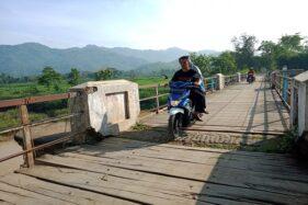 Jembatan Balong peninggalan Belanda di Batuwarno, Wonogiri yang terbuat dari kayu, Kamis (13/2/2020). (Solopos/M. Aris Munandar)
