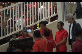 Presiden Jokowi, Wali Kota Solo FX Hadi Rudyatmo, dan Gubernur Jateng Ganjar Pranowo, seusai peresmian Stadion Manahan, Solo, Sabtu 15/2/2020) malam. (Solopos-Wahyu Munawar)