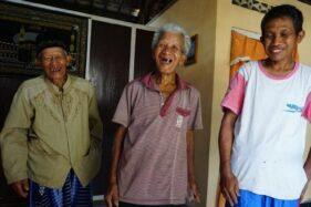 (dari kiri) Mbah Sudiro, Wardi Sugito, dan Suparman, penyelamat siswa SMPN 1 Turi, Sleman, dari Tragedi Sempor. (Detik.com)