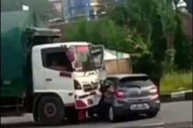 Tangkapan layar kecelakaan lalu lintas di pintu keluar jalan tol Bawen-Salatiga, Kabupaten Semarang, Selasa (11/2/2020). (Instagram-Infokejadiansemarang)