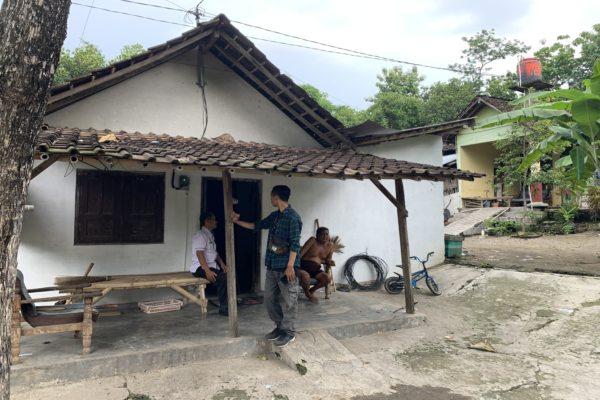 Puluhan Tahun Ndompleng, 5 Keluarga di Colomadu Ini Akhirnya Bisa Pasang Listrik Sendiri