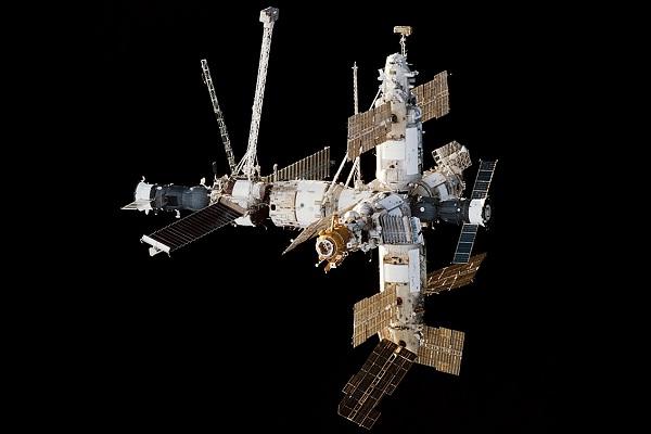 Stasiun Luar Angkasa Mir. (Wikipedia.org)