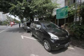 Parkir Paralel di Jl. Honggowongso Solo Rugikan Jukir