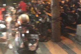 Keadaan tempat parkir di Mc Donald's Pandanaran Semarang. (Twitter—dhedhedirga)