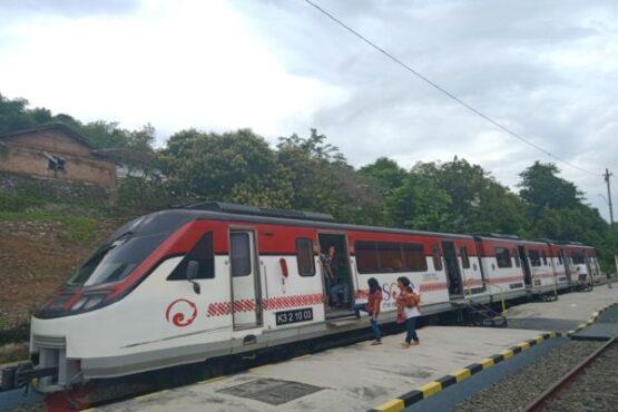 Railbus Batara Kresna berhenti di Stasiun Wonogiri, Minggu (9/2/2020). (Solopos/M. Aris Munandar)