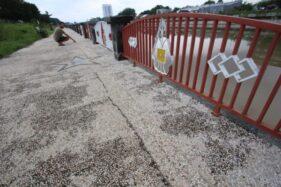 Jalur Pedestrian Taman Bendung Karet Tirtonadi Solo Retak Bikin Warga Khawatir