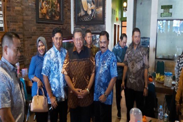 SBY Makan Siang Di Warung Ayam Goreng Mulyani Sukoharjo, Ada Agenda Apa?
