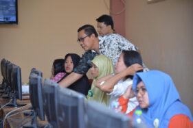Dinas Tenaga Kerja Kota Madiun memberikan pelatihan kepada para pelaku UMKM dalam memanfaatkan teknologi informatika. (Istimewa/Pemkot Madiun)
