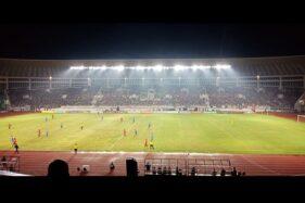 Laga Persis Solo vs Persib Bandung seusai peresmian Stadion Manahan Solo, Sabtu (15/2/2020) malam. (Solopos-Wahyu Munawar)