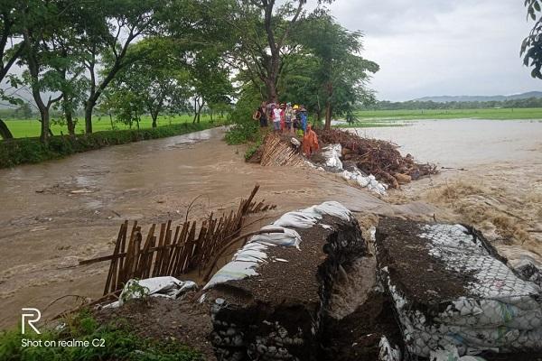 Tanggul Sungai Gamping di Cawas, Klaten, kembali jebol diterjang arus air, Sabtu (15/2/2020) sore. (Istimewa/Koramil Cawas Serma Agus Setya Hartono)
