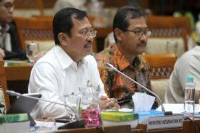 Menteri Kesehatan Terawan Agus Putranto (kiri). (Bisnis-Arief Hermawan P.)