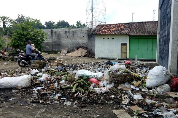 TPS Ilegal Pusingkan Pedagang Pasar Sumberlawang Sragen, Baunya Enggak Nahan