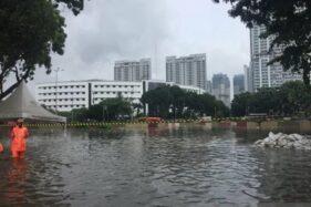Underpass Kemayoran di persimpangan Jalan HBR Motik Kemayoran Jakarta, Selasa (25/2/2020), tenggelam. (Antara-Mentari Dwi Gayati)