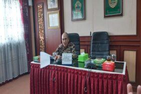 Bupati Sukoharjo Wardoyo Wijaya memberikan keterangan kepada pers ihwal surat pemanggilan lima ASN diduga melanggar netralitas, Kamis (20/2/2020). (Solopos/Indah Septiyaning W.)