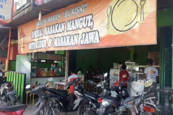 Warung Bu Kismi di pinggir jalan raya Mbogo-Triyagan, Kecamatan Mojolaban, Sukoharjo. (Solopos-Indah Septiyaning W.)