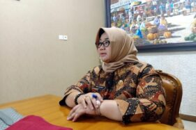 Kusdinar Untung Yuni Sukowati saat jumpa pers dengan wartawan di ruang rapat Bupati Sragen, Kamis (20/2/2020). (Solopos-Tri Rahayu)