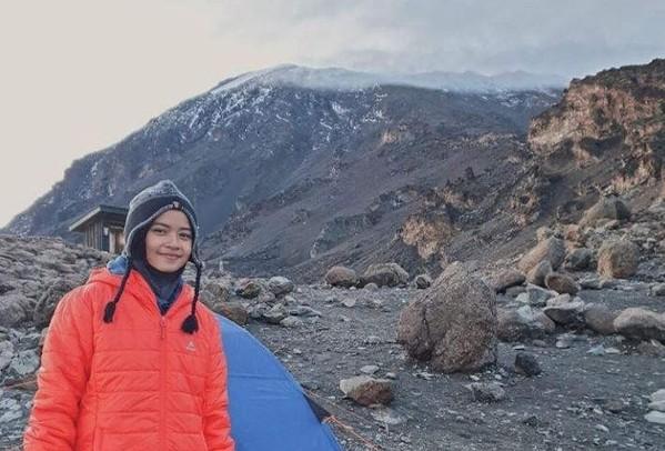 Khansa Syahlaa Aliyah naik gunung