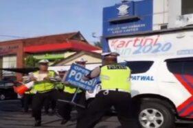 Satlantas Polrestabes Semarang Ikut Asyik Main Tik Tok
