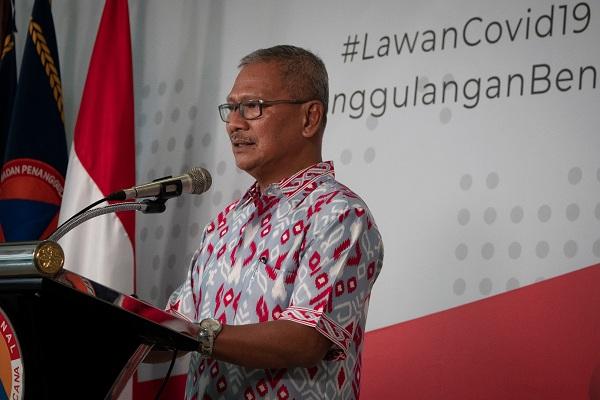 Juru Bicara Pemerintah untuk Penanganan COVID-19 Achmad Yurianto menyampaikan keterangan pers di Graha BNPB, Jakarta, Minggu (22/3/2020). (Antara/Dhemas Reviyanto)