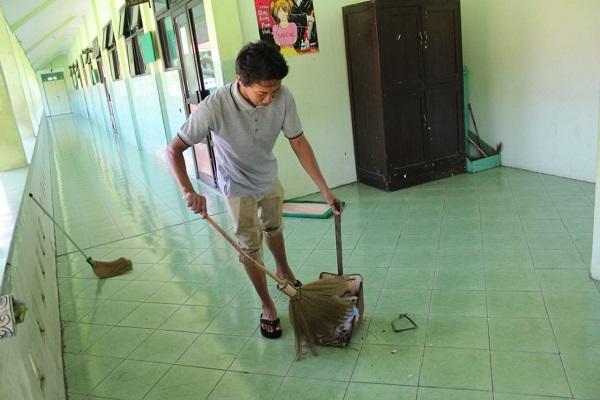 Ilustrasi membersihkan sekolah di Karanganyar (Istimewa/Sumarni)