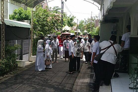 Presiden Joko Widodo (Jokowi) akan memasuki masjid baiturrahman, banyuanyar