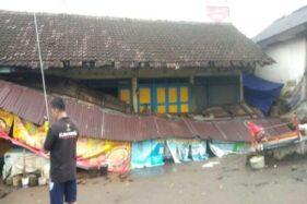 Bencana Angin Kencang Karanganyar Rusak Atap Rumah dan Kanopi Pasar Jatipuro