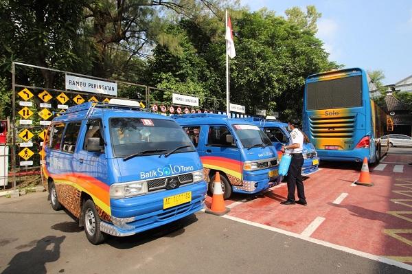 Cegah Corona, Bus BST dan Angkot di Solo Disterilkan