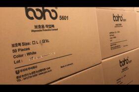 Bantuan 40.000 disposable protective coverall atau setelan baju dan celana pelindung untuk tenaga medis, diterima Gubernur DKI Jakarta Anies Baswedan, Senin (23/3/2020) pagi. [Suara.com/Dok Pemprov DKI Jakarta]