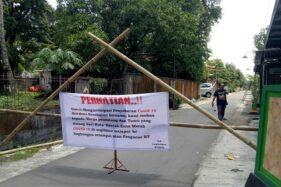 Berani!Warga Blokade Jalan Kampung Krapyak Sragen, Pendatang Dilarang Masuk