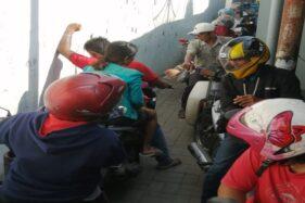 Kondisi Gang Kasuari di Tegal, yang padat dilintasi pengendara sepeda motor. (Istimewa)