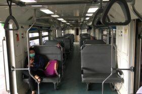 Kondisi lengang di dalam gerbong KA Prameks tujuan Solo – Yogyakarta, Sabtu (21/3/2020). (Solopos-Farida Trisnaningtyas)