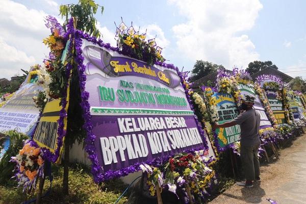 Bupati Karanganyar Bakal Percantik Makam Ibu Jokowi