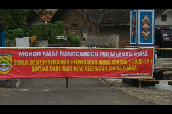 Spanduk untuk menutup jalan masuk Desa Kagokan, Sukoharjo. (Istimewa/Nanang)