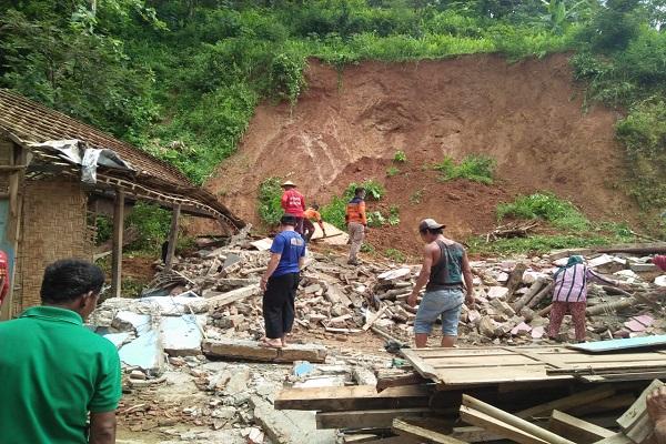 Longsor Terjang Kecamatan Tirtomoyo & Kismantoro Wonogiri