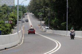 Arus lalu lintas terlihat lengang di Flyover Manahan, Solo, Minggu (22/3/2020). (Solopos/Nicolous Irawan)